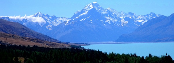 Looking over Lake Pukaki to Mount Cook